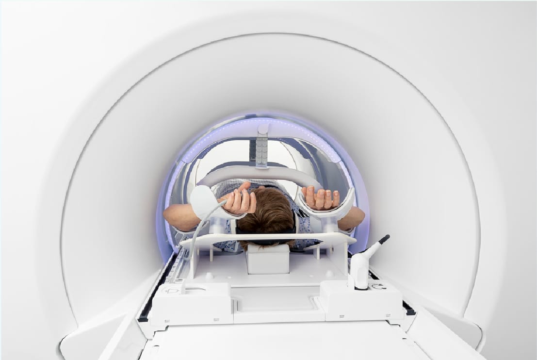 Image of patient using Mr-Linac to scan body
